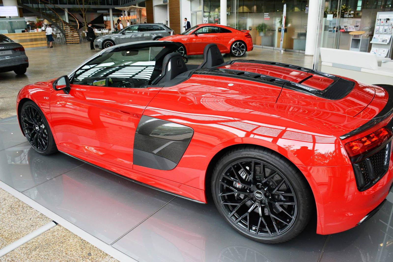 Audi audi r8 spyder v10 : Audi R8 Spyder V10 Plus Shows Its Metal At Ingolstadt Forum ...