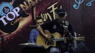 Download Chord Lagu & Kunci Gitar Iwan Fals – Kopi Top