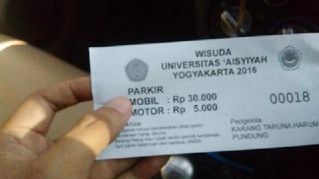 Netizen Kaget Dan Keluhkan Tarif Parkir Mobil Rp 30.000 di Acara Wisuda universitas di Yogyakarta.