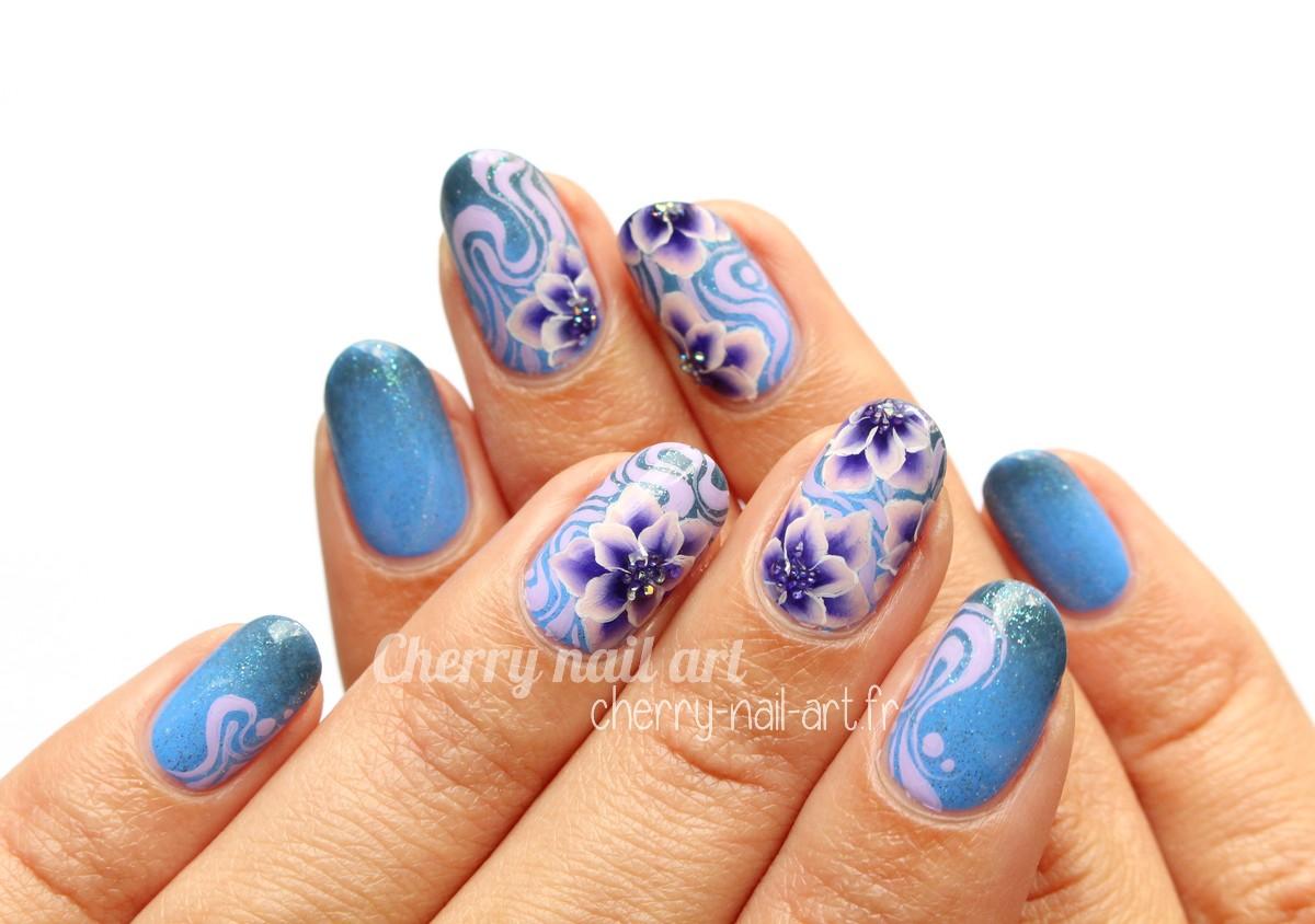 nail-art-one-stroke-fleur-abstrait-crystal-pixie