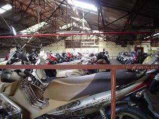 Marques à la craie sur le siège d'une moto au Vietnam