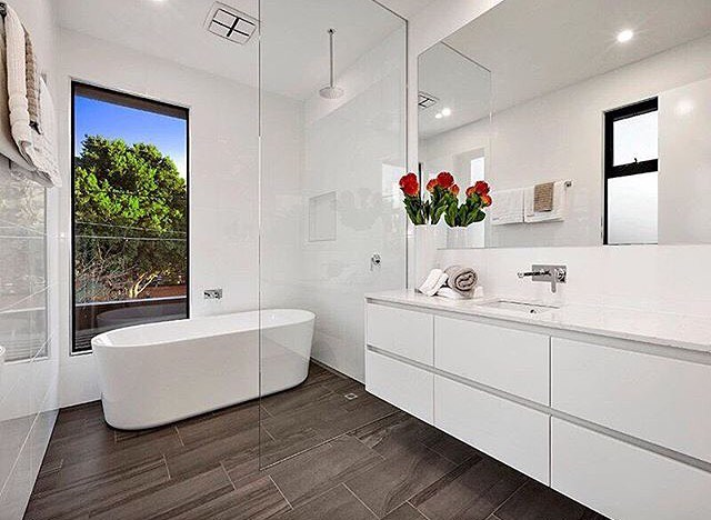 Considering Lights and Mirror for Good Bathroom Remodeling