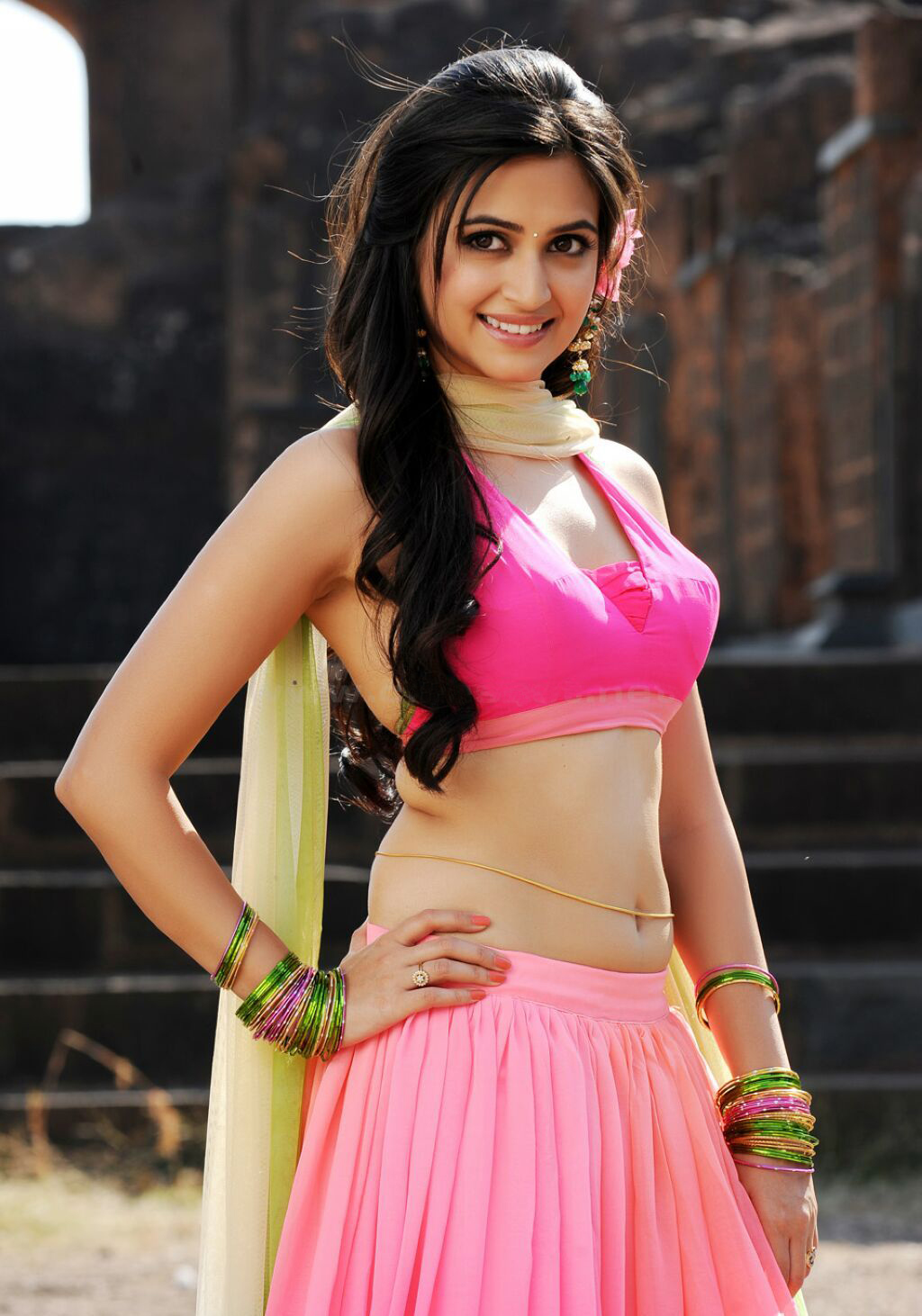 Kriti Kharbanda Most Hot Stills Showing Beautiful Belly And Navel With Gold Waist Chain ❤