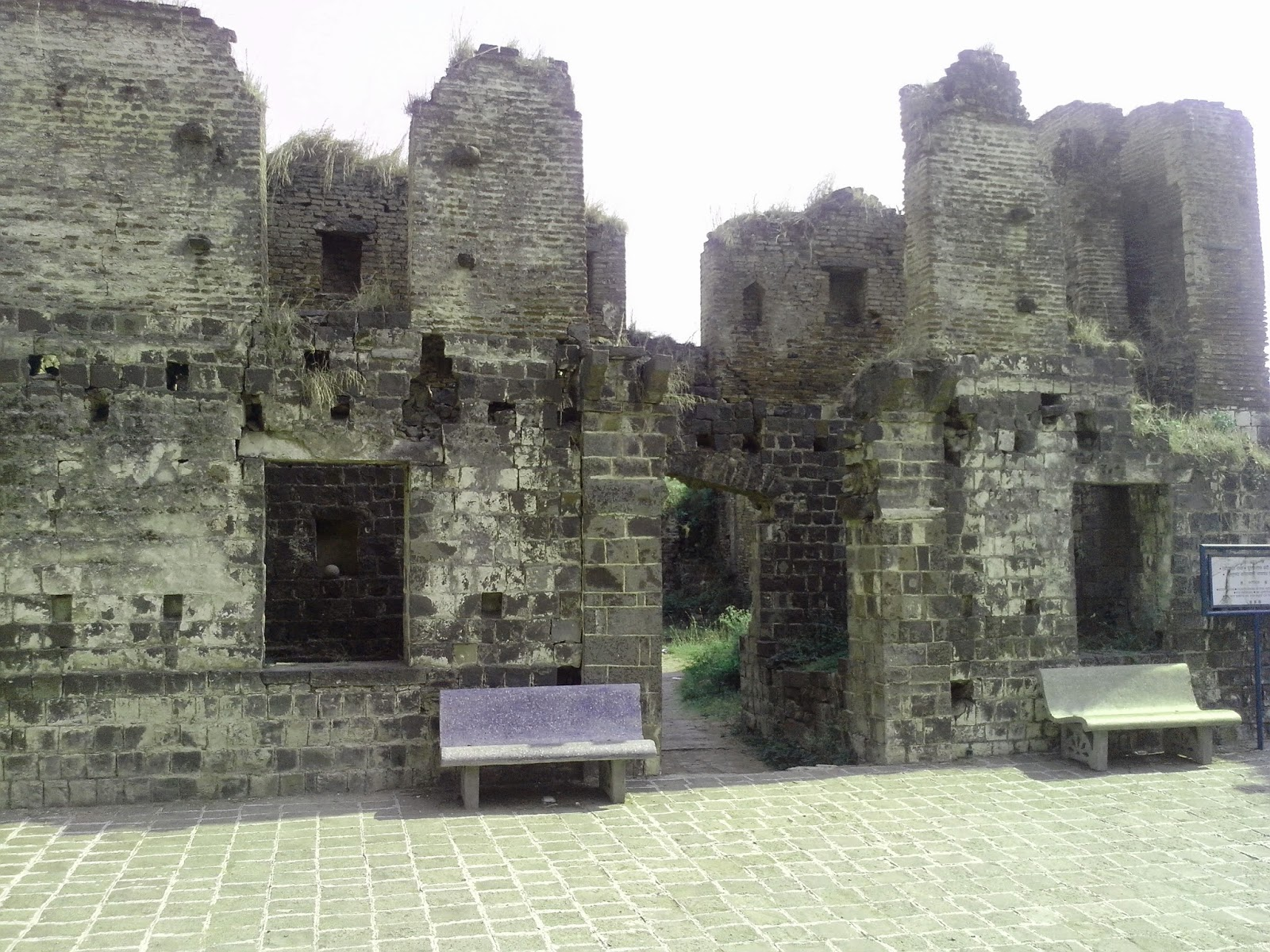 kandhar fort pillars