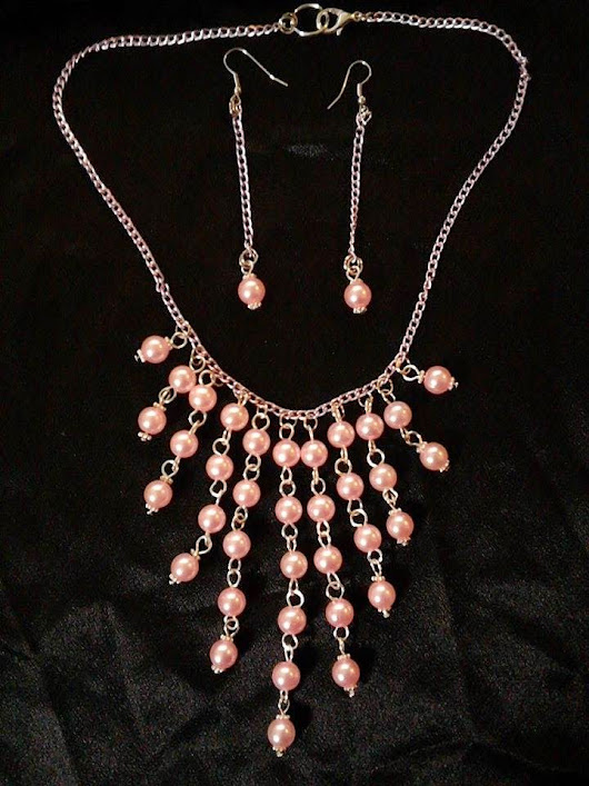 Necklace and earrings with light pink pearls and chain