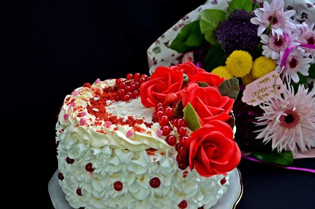 Tort Red Velvet ,cu cremă de brânză şi lămâie