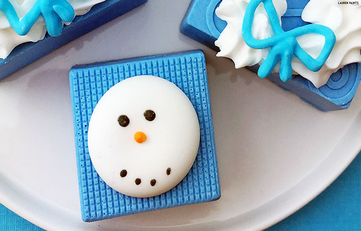 Want to make a special treat this winter? Try these cute little snowman candies, they're ALMOST too cute to eat!