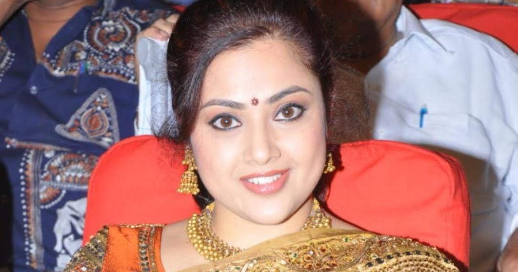 Actress Meena Saree Photos