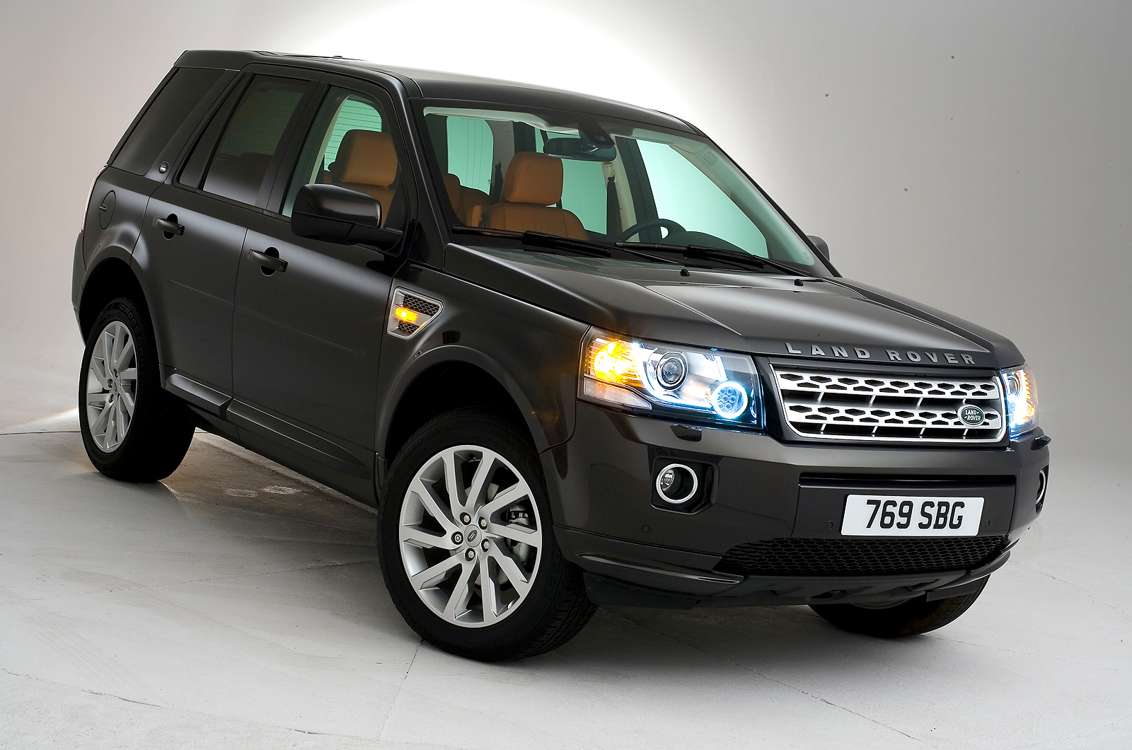 a car Land Rover Freelander 2 2013