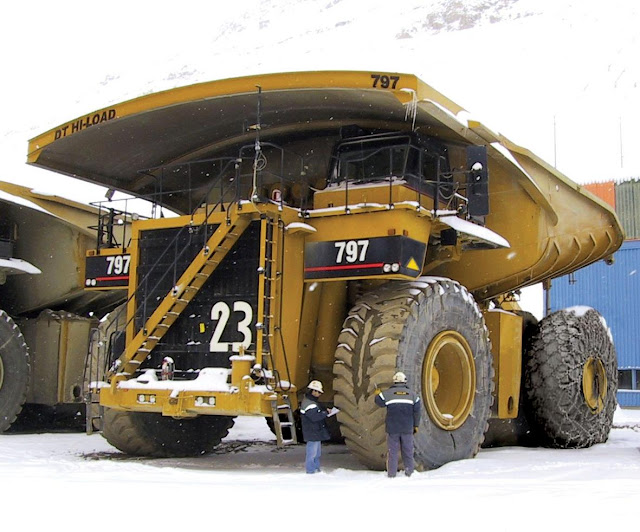 Gambar truk haul Caterpillar Cat 797