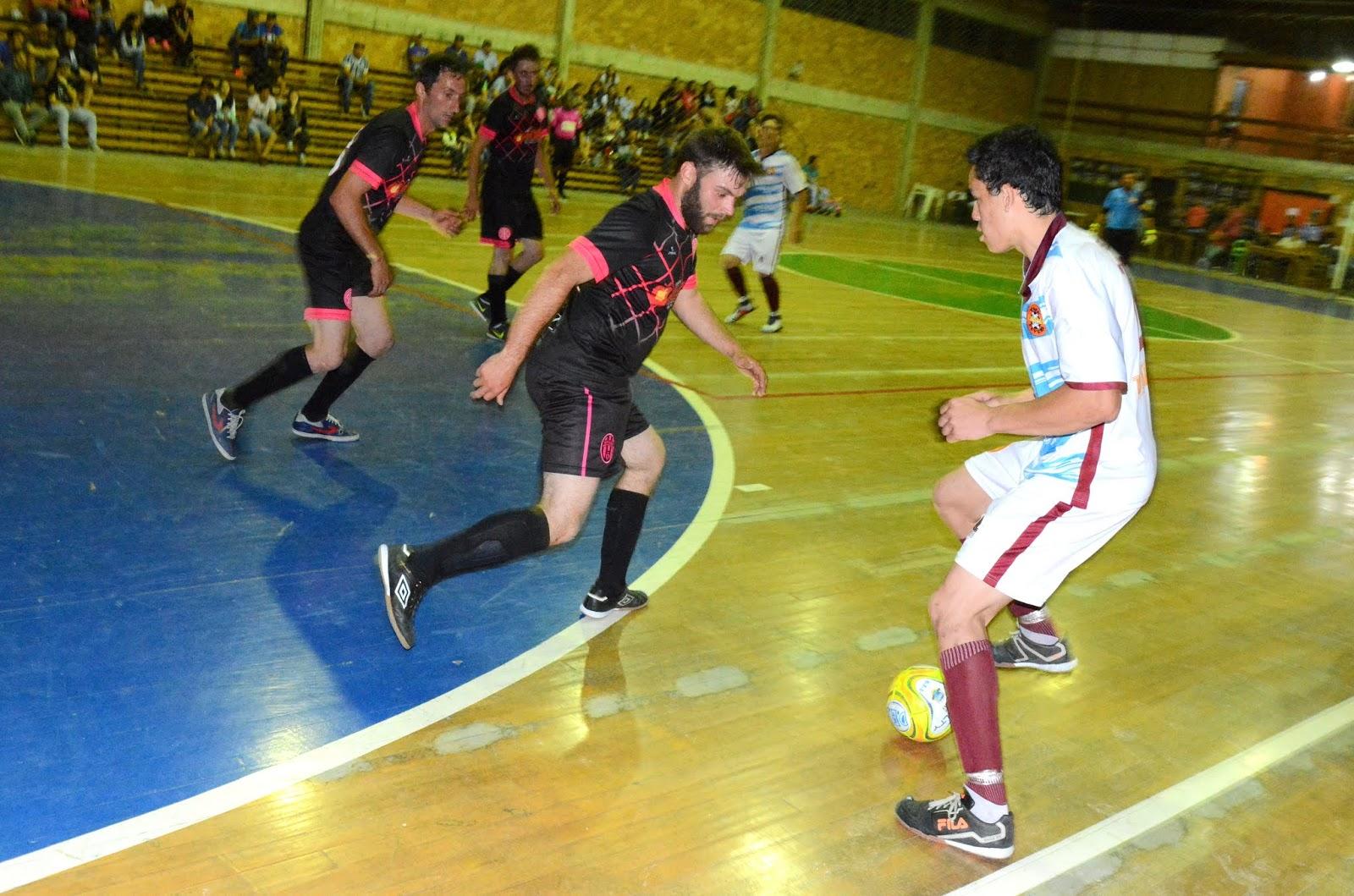 ac90f912a483c ... partida entre J.A Futsal e Black Killers os torcedores foram chegando e  as arquibancadas do Ginásio de Esportes ficando quase lotadas para ver o  grande ...