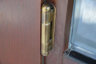 Петля для входной деревянной двери