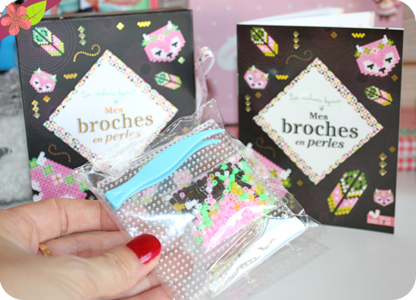Mes broches en perles - Deux coqs d'or