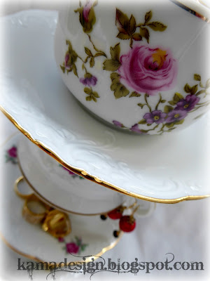Cup and saucer tower for jewelry detail