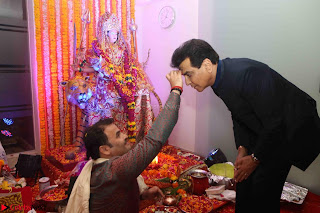 Sachin Tendulkar with his wife at Mata ka Jagrata hosted by Anu Malik 36.JPG