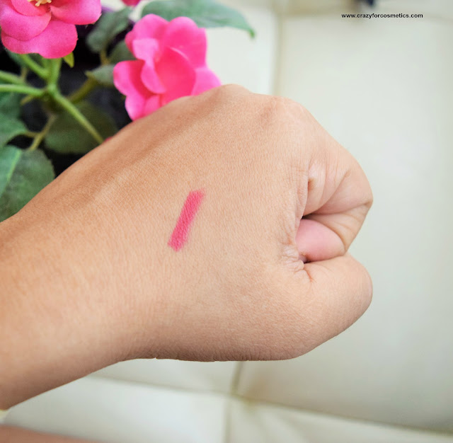 Loreal Paris Color Riche Lip Liner Couture in the shade Berry Blush Swatch