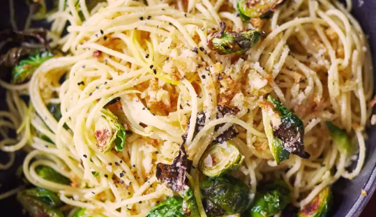 Lemony Brussels Sprouts & Breadcrumb Spaghetti #lemon #vegan