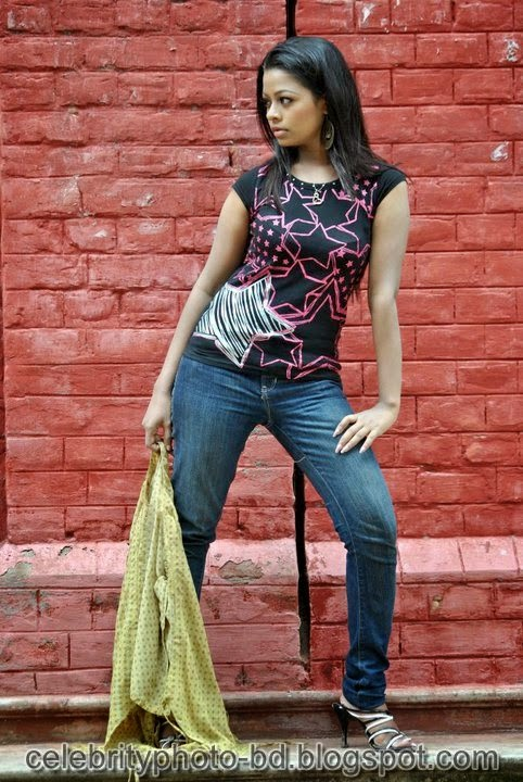 T- Shirt And Jeans Fashion Of BD Sexy Girl's Anjelika Rahman