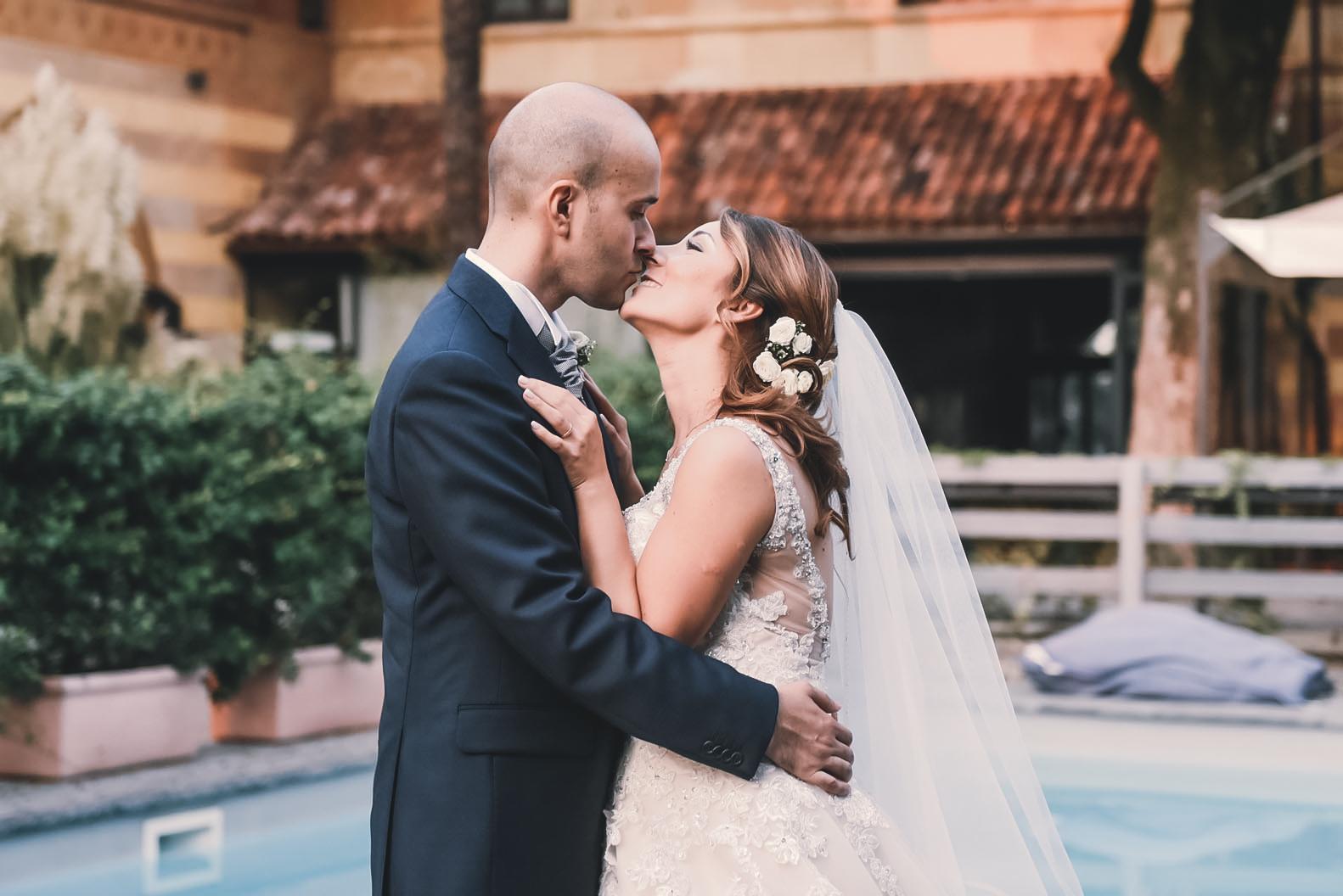 Foto matrimonio con piscina