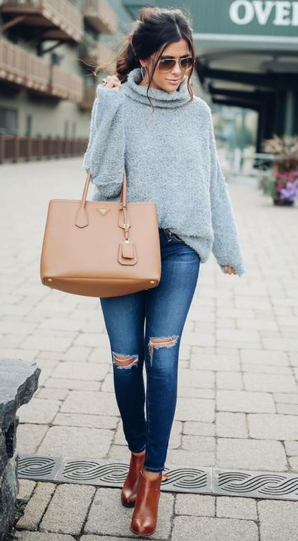simple outfit idea to copy right now | skinny jeans + boots + bag + oversized sweater