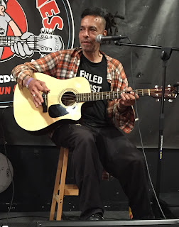Chuck Mosley photo by Goongunther