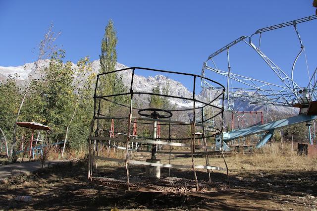Kirghizistan, Arslanbob, Tirbaza, manèges, © L. Gigout, 2012