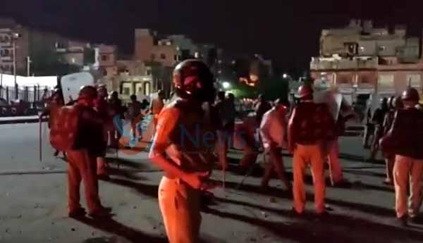 जयपुर, रामगंज थाने बवाल, रामगंज थाने का घेराव, रामगंज थाना पुलिस, रामगंज चौपड़, पुलिस पर पथराव, आसूं गैस के गोले, हवाई फायर, रामगंज में उपद्रव, jaipur news ramganj tension case, curfew in jaipur, curfew in five police thana area in jaipur, dead of one injured, two serious, nuisance in aipur, nuisance in ramganj, ramganj chaupar tension in ramganj, arson in ramganj, police line jaipur, ramganj thana police station, police commissionerate jaipur, ramganj chaupar jaipur, nuisance in ramganj area of jaipur, fire in govt property, jaipur crime news, jaipur hindi news, rajasthan hindi news, hindi news, news in hindi, breaking news in hindi, jaipur news, jaipur news in hindi, real time jaipur city news, real time news, jaipur news khas khabar, jaipur news in hindi, रामगंज बवाल, जयपुर में कर्फ्यू