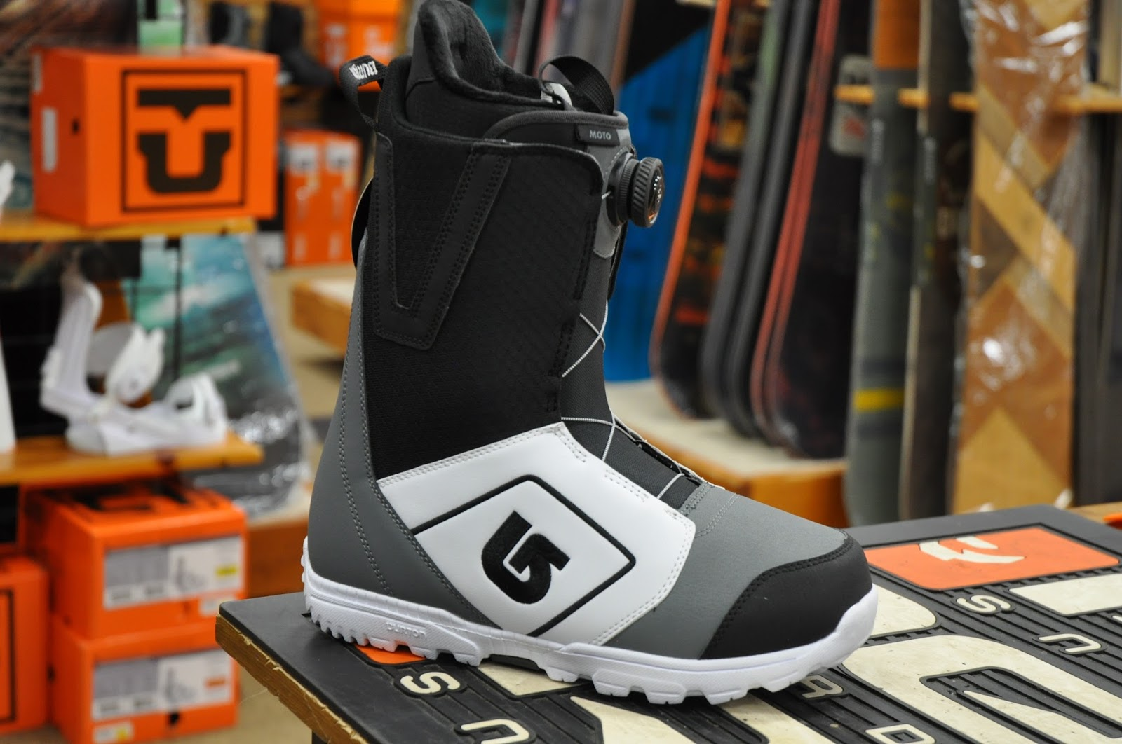 Burton introduces the NEW Moto boot. In the past this model has featured  speed lacing. It has now gotten the Boa upgrade. Its super light and offers  a heat ... 92bf28ae64f1