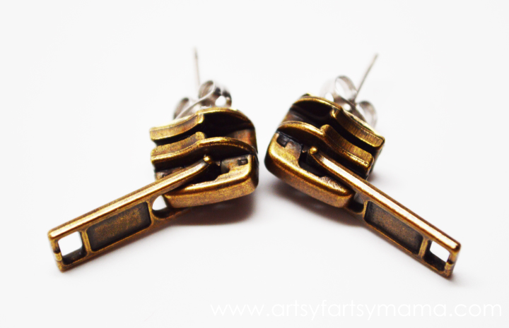 DIY Zipper Earrings at artsyfartsymama.com #jewelry #earrings