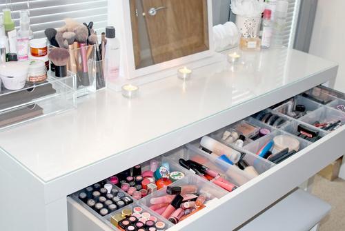 Make up organization come organizzare i propri trucchi for Specchiera ikea