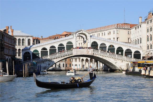El Puente Rialto en Venecia