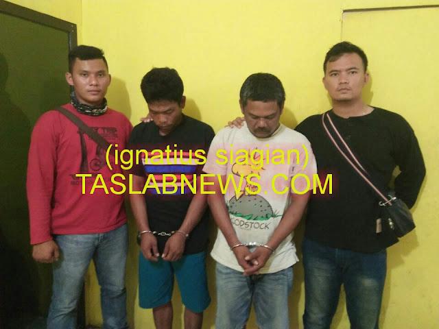 Kedua tersangka yakni Dedek Juliandi alias Dedek dan Dermansyah Siregar alias Derman saat diamankan di Polsek Tanjungbalai Selatan Resor Tanjungbalai.