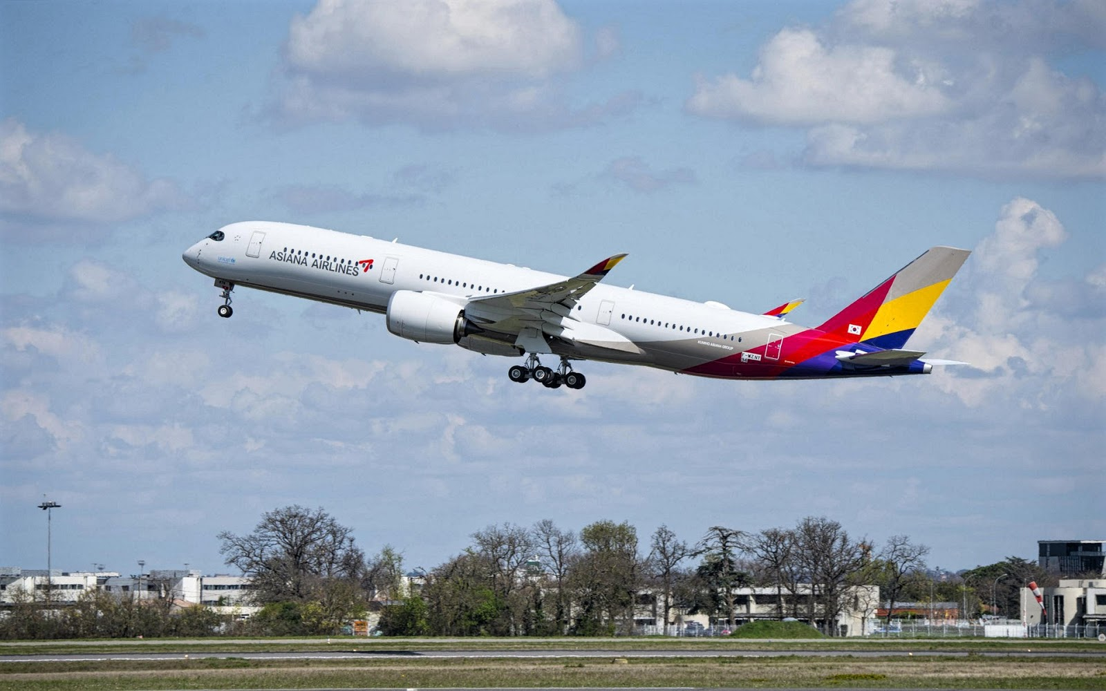 Asiana Airbus A350-900 Takeoff