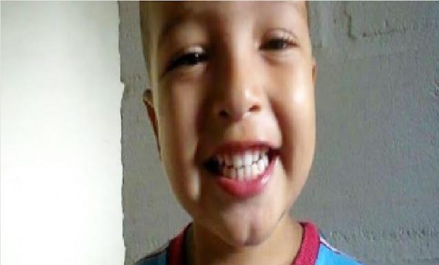Menino de 6 anos morre após ser atacado por Pitbull no quintal de casa