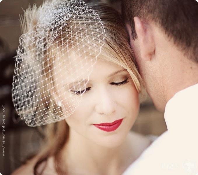 maquiagem de noiva com batom vermelho