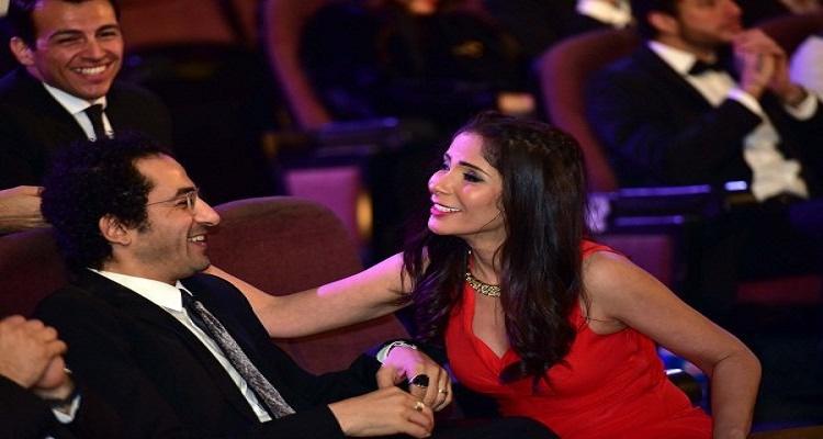 تصرف غير متوقع من أحمد حلمي مع منى زكي لحظة إعلان فوزها بجائزة الأوسكار