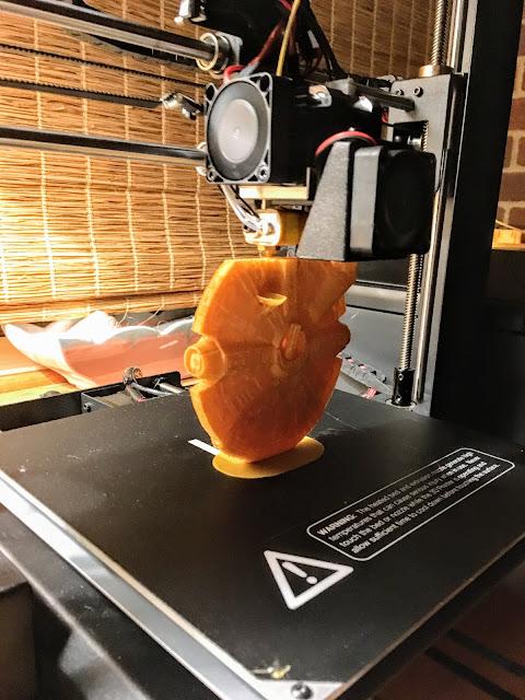 3D printed millenium falcon via foobella.blogspot.com