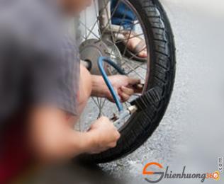 11 Cách giúp tiết kiệm tiền xăng cho xe máy: Bơm bánh xe thường xuyên