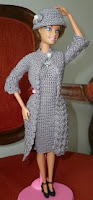 casaco sobretudo, vestido e chapéu cloche de crochê para boneca Barbie
