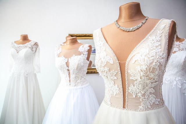 sukienka ślubna dla niskiej osoby