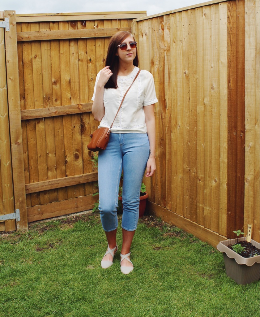 asseenonme, asos, primark, whatimwearing, wiw, lotd, lookoftheday, fblogger, fbloggers, fashionpost, fashionbloggers, croppedjeans, summerlook, summer, summerfashion, retrosunglasses, vintagelace, creamtop