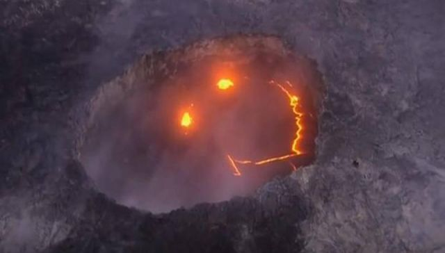 Strange smiling face inside crater of volcano in Hawaii  Smiley%2Bface%2Bvolcano%2Bhawaii