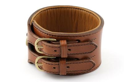 Collare a doppia fibbia in cuoio marrone con imbottitura in pelle fatto a mano su misura