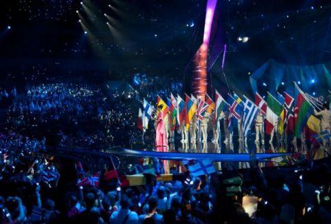 Απίστευτο: Ο τραγουδιστής ποιας χώρας θα εμφανιστεί ολόγυμvος στην σκηνή της Eurovision; (PHOTOS)