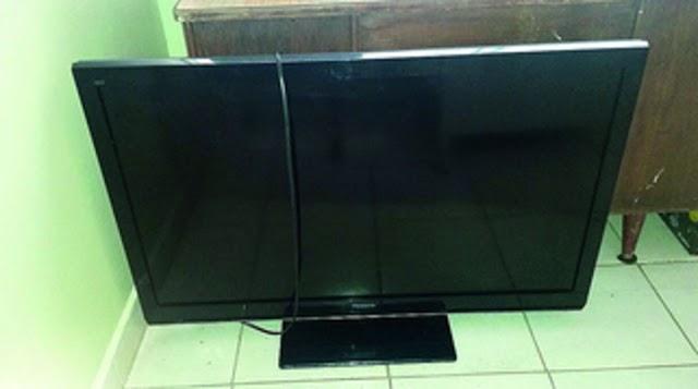 """Video-Ladrón """"novato"""" roba un televisor y lo lleva a reparar taller de su dueño"""