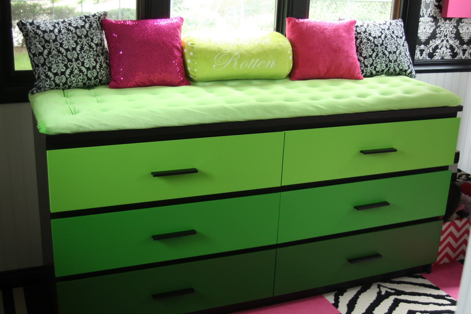 if it 39 s not baroque ikea hack malm dresser window seat for dogs. Black Bedroom Furniture Sets. Home Design Ideas