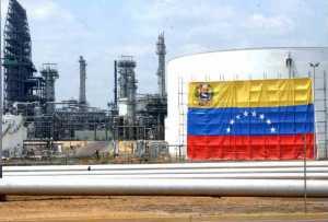 Exportaciones de crudo caen tras colisión en el muelle de la Refinería de Jose