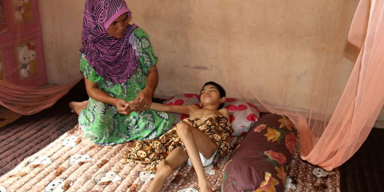 Warga Miskin Butuh Bantuan Pengobatan bagi Anaknya yang Semakin Kurus