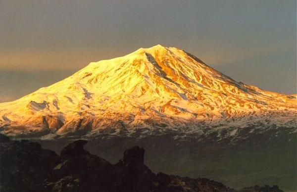 Παράξενα Ευρήματα στο Όρος Αραράτ που είναι άγνωστο πως βρέθηκαν εκεί