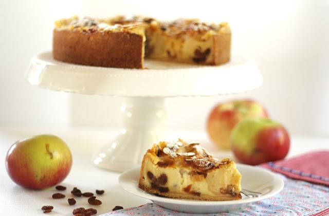 Bratapfelkuchen mit Rosinen, Vanillepudding und Mürbeteig